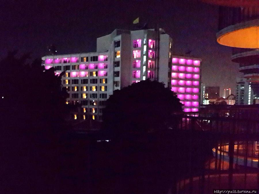 Шумный красавец сосед — отель Hard Rock