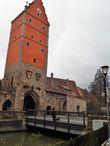 Вёрницкие ворота, 14 век, колокол -16 век. Три ячменных колоска — герб Динкельсбюля