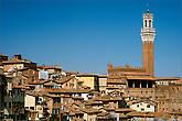 Про Сиену скажу, что тут народа было еще больше. Туристы, туристы, туристы! Вот и получалась у нас интересная ситуация в Италии, или китайская провинция в популярных городах или же полностью пустые города в не туристических местах. Но пару кадров в городе я все таки сделал.