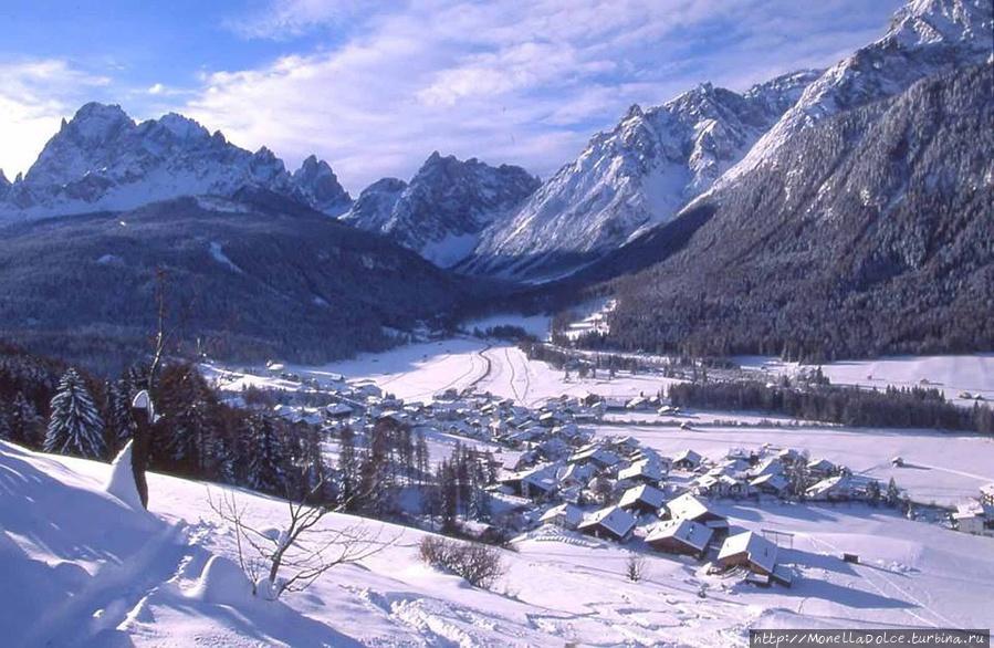 Сесто — Альпы Доломиты — декабрь 2013 Сесто, Италия