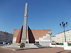 и здесь — памятник героям ВОВ