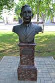 Муканов Александр Шарифович — комбайнёр совхоза «Кривовский» Марксовского района Саратовской области. Получил звание Герой Социалистического Труда в 1958 году.