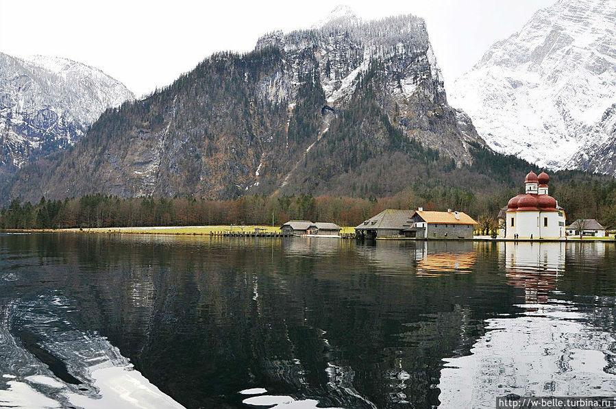 Вид на церковь Св. Варфоломея с озера.