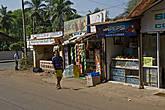 Купить в мини-магазинчиках и киосках здесь можно практически все. Поэтому ничего не надо везти с собой. Цены — довольно дешевые. Цену в рупиях надо делить примерно пополам... бутылка спрайта обойдется вам в 30 рупий (примерно 15 рублей)... *