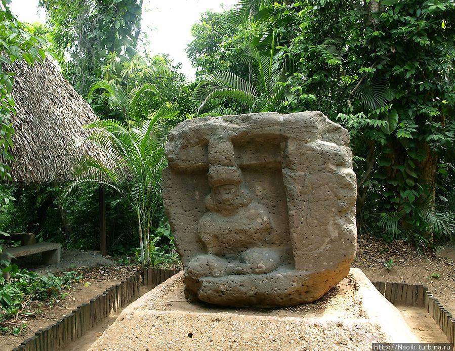 Алтарь как обыяно изображает человека у входв в пещеру, а рядом его ангел-хранитель