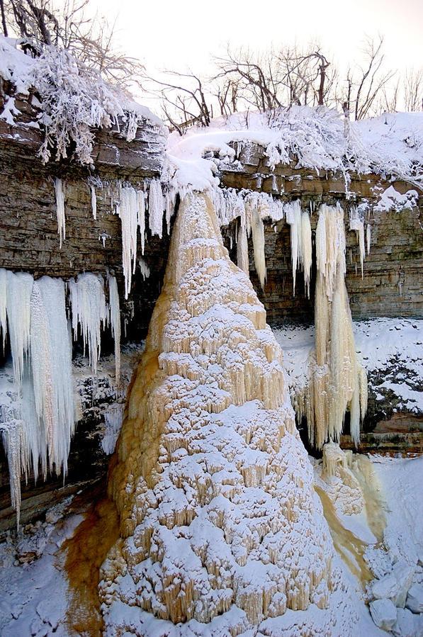 Водопад Валасте зимой