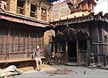 Пока мы бродили по не туристической части Бхактапура, всё время не покидало чувство, что видишь декорации к какому-то историческому драматическому фильму или
