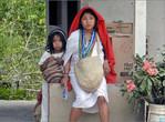 Проживающие в горах индейцы носят только белые одежды
