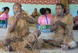 Танец Вакамоло танцуют сидя