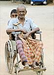 Старость бывает разной. За кем-то уход да внимание... К слову, пенсии на Шри-Ланке не предусмотрены, разве что в выигрыше оказываются только государственные служащие