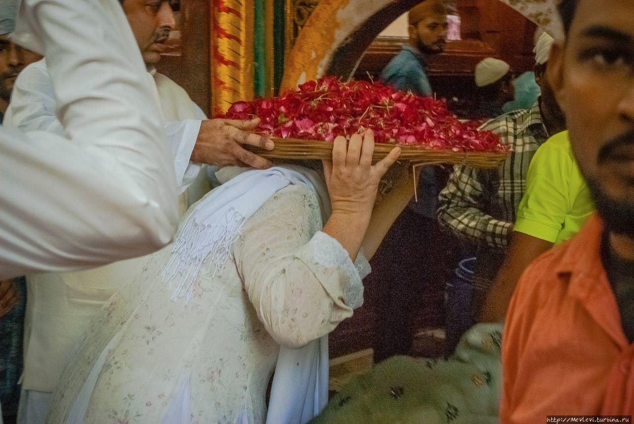 В гостях у ордена дервишей Чишти в Дели Дели, Индия