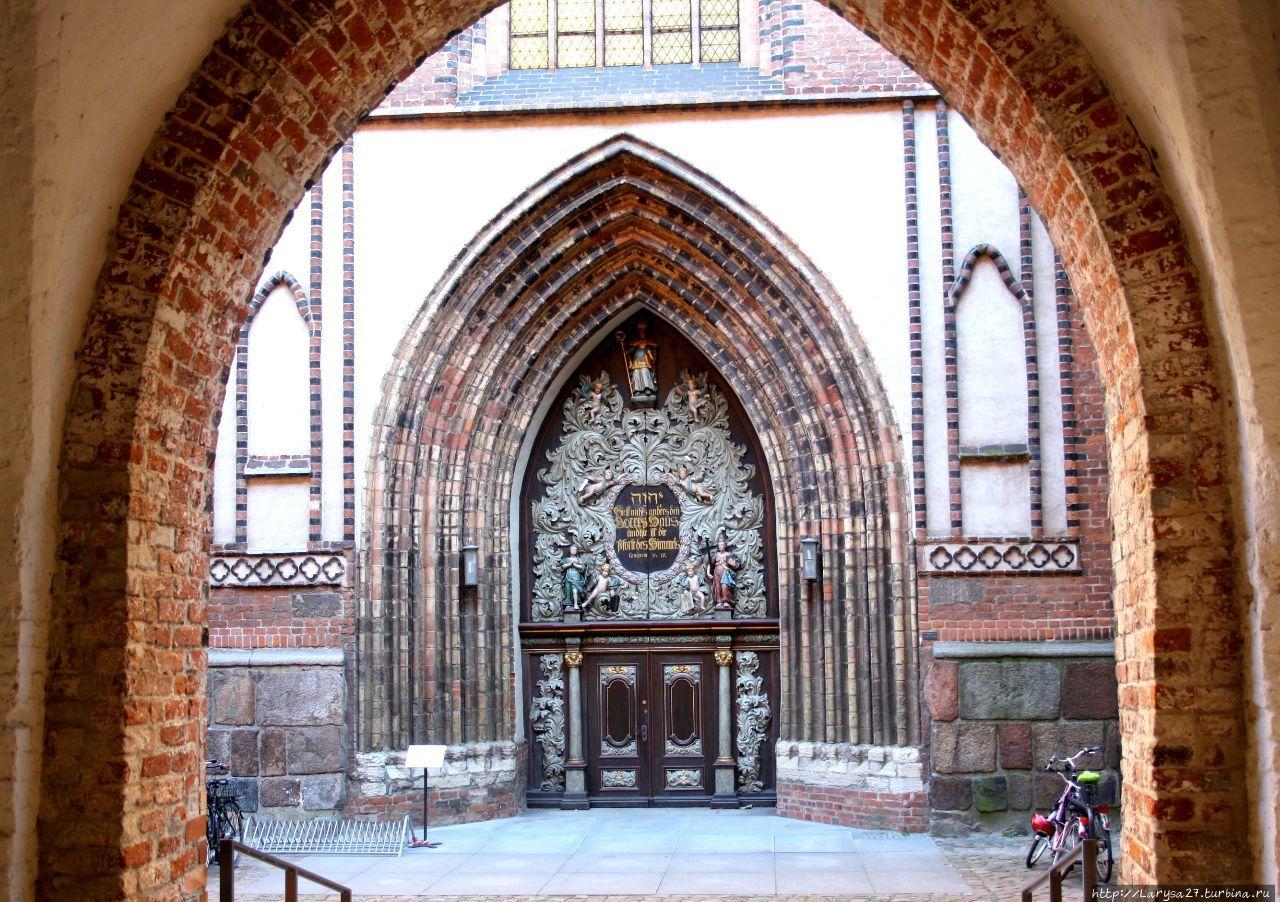 Портал церкви Св. Николая