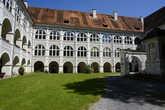 В замке во время войны стояли подразделения СС.