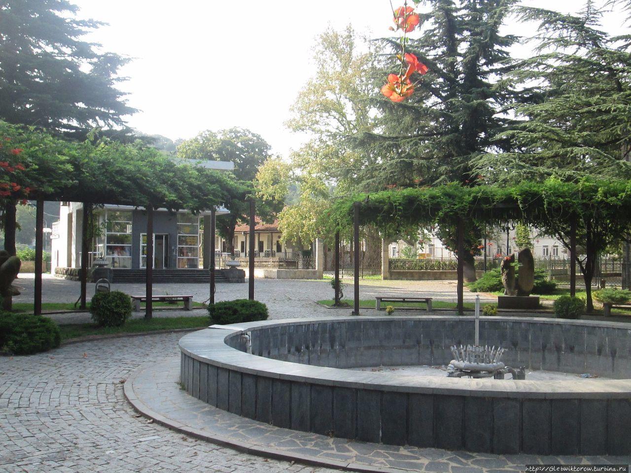 Парк культуры и отдыха Бесариона Габашвили Кутаиси, Грузия