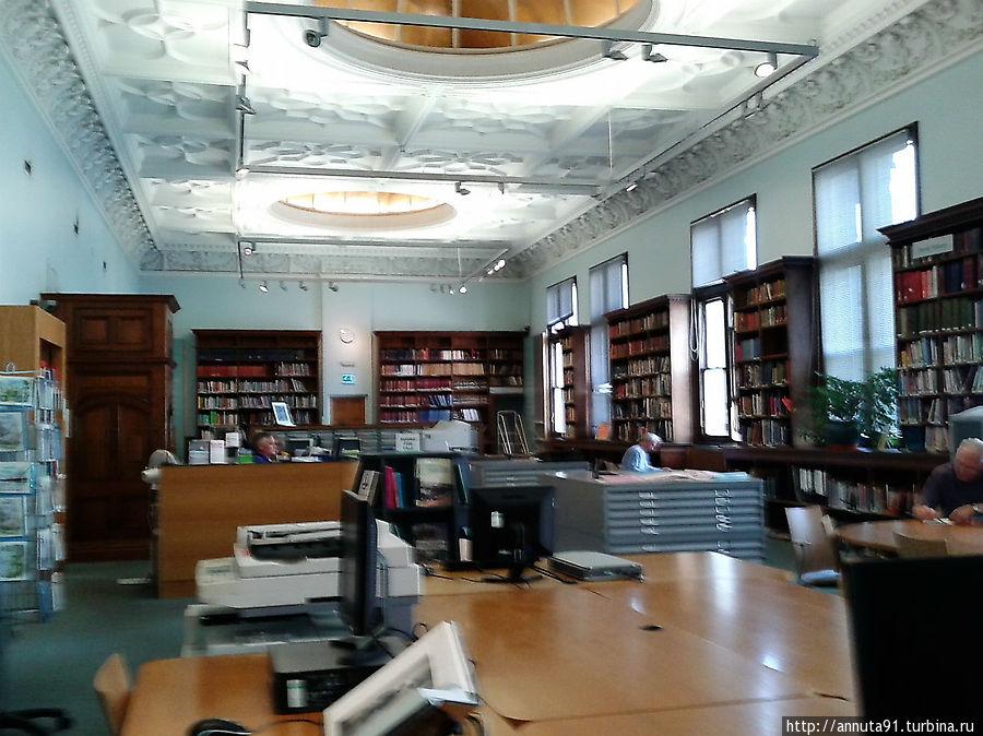 Библиотека в музее