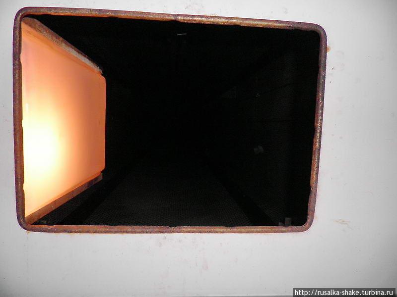 дырка в потолке лифта