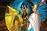 костюмы у египтянок были величественны и царские (фараонские)