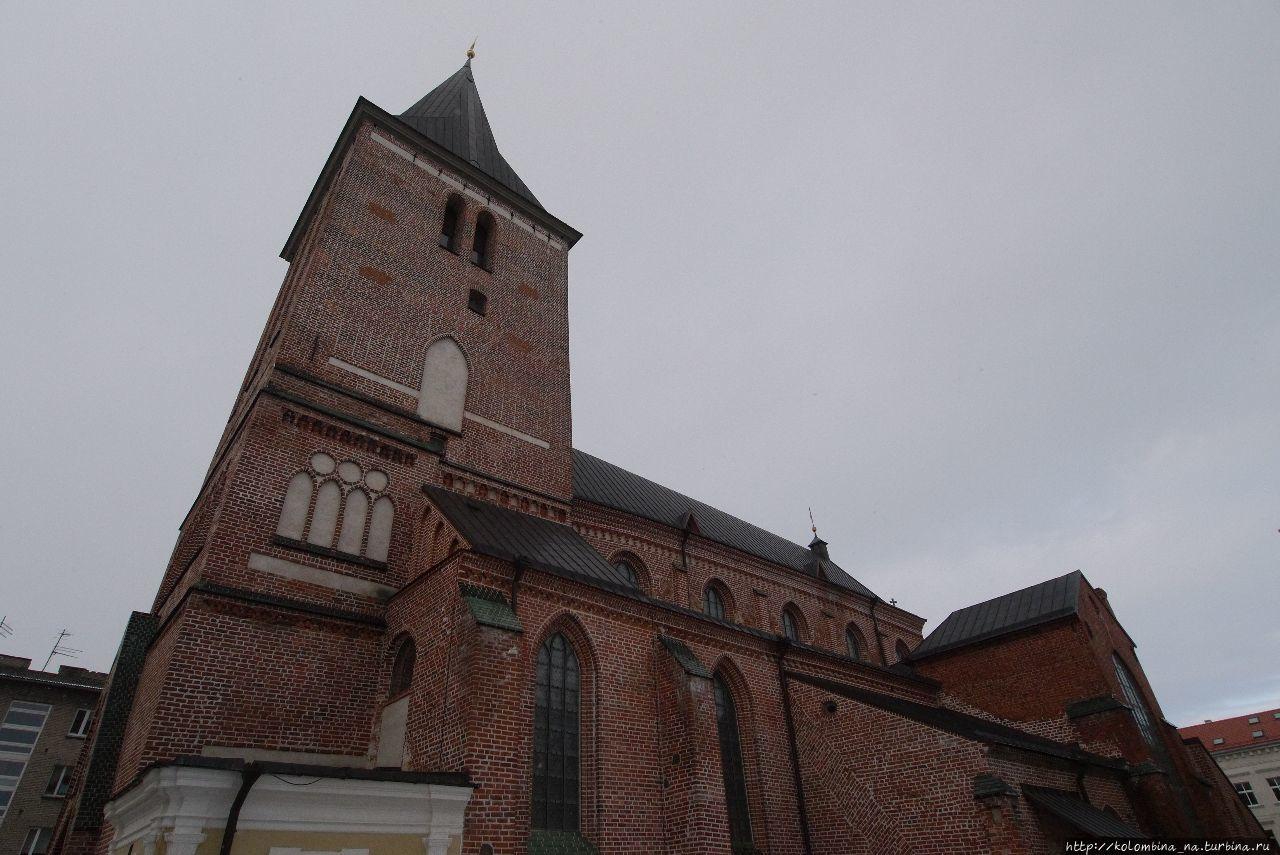 Яановская церковь вблизи
