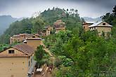 Деревня и вид на холм с отелем