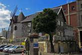 еще один знаковый объект Порта-Луи — ресторан в виде ветряной мельницы