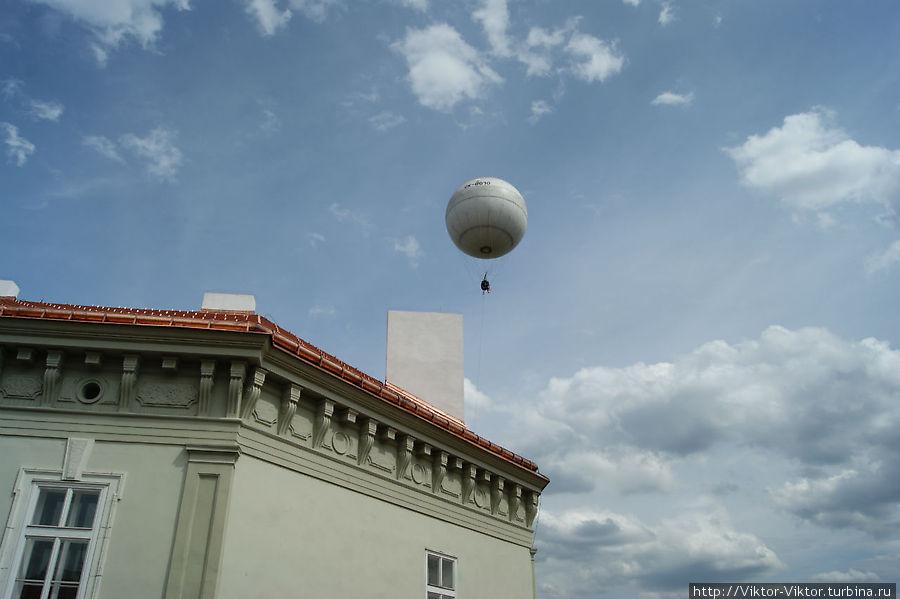 Я улетаю на большом воздушном шаре Прага, Чехия