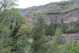 Перед нами открывается дивный природный пейзаж, на скале так называемые