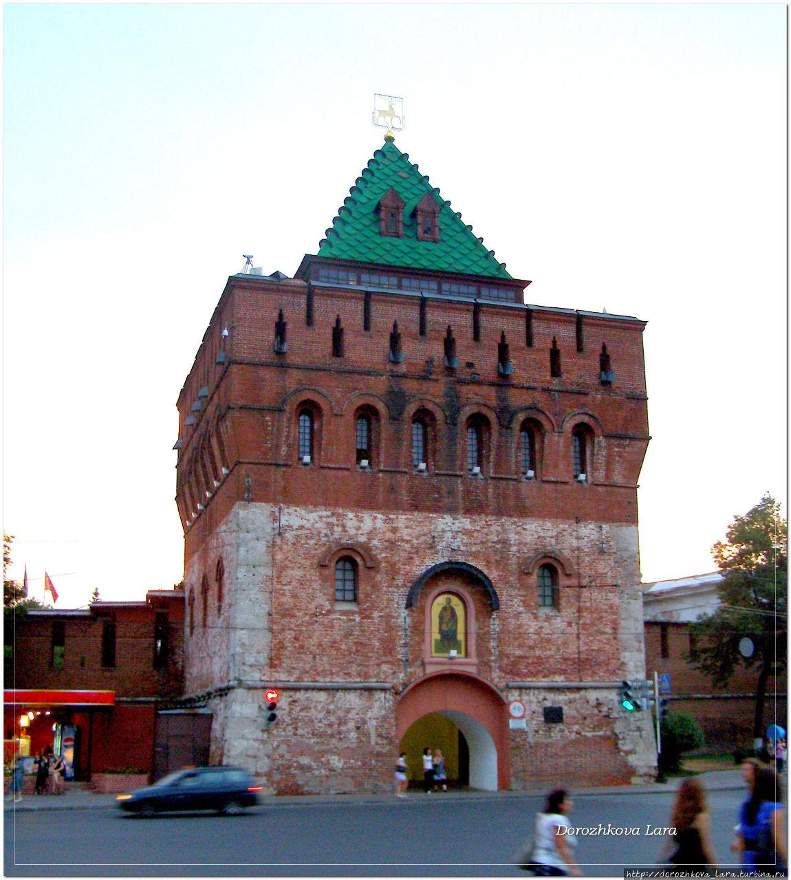 Дмитриевская башня кремля.