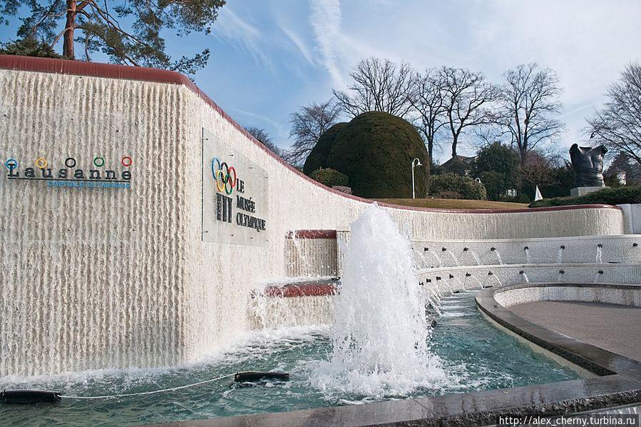 Главный вход и фонтаны, монументально