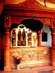 Рака с  мощами  святых Петра и Февронии в Троицком  женском монастыре г.  Мурома. Фото из интернета.
