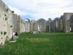 Камни для незавершенного строительства брали с соседнего римского амфитеатра