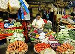 * Ассортимент на городском рынке радует и глаз и желудок. Это — овощной отдел