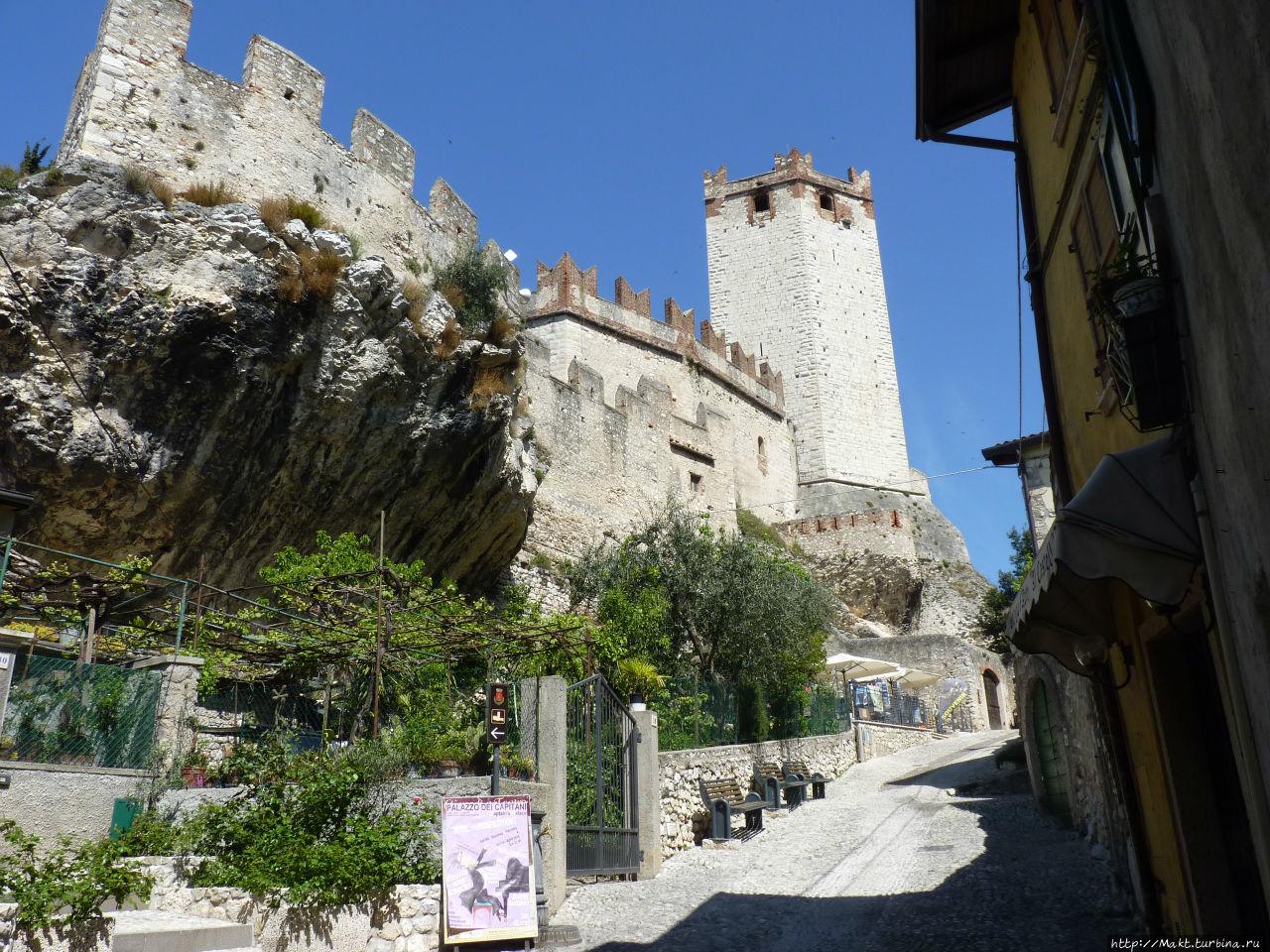 Замок в Мельчезине Гарда, Италия