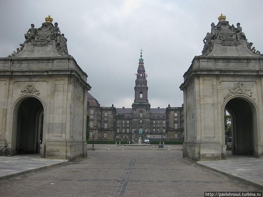 Christiansbourg Slot. Счас сдесь заседает однопалатный датский парламент
