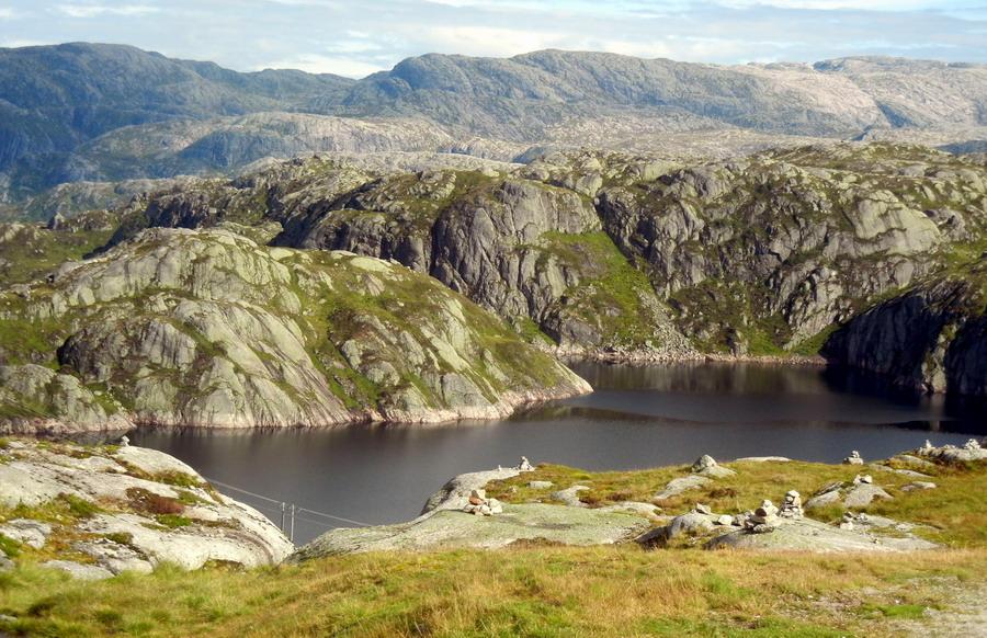 Горное озеро Børsteinsvatnet.  Высота чуть меньше километра над уровнем моря..