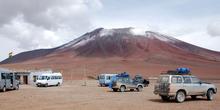 На заднем плане — вулкан Хурикес