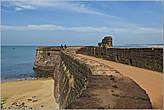 А все-таки — молодцы португальцы — деятельный народ. Пока, форт Агуада! Жаль, что не удалось познакомиться с Гоа очень подробно — на все времени не хватило. Нас ждет Индия...  *