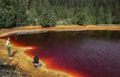 Концентрация железа в воде просто невероятная. Реки и озерца окрашены в яркие красные цвета.