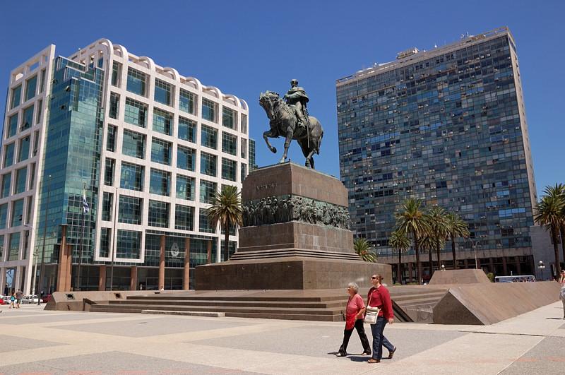 Памятник Хосе Артигасу Монтевидео, Уругвай