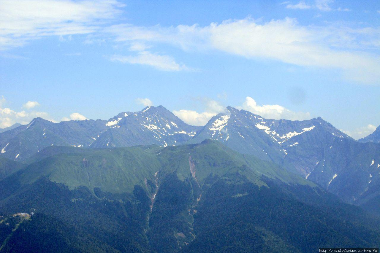 Вид на Большой Кавказский хребет. Красная Поляна, Россия