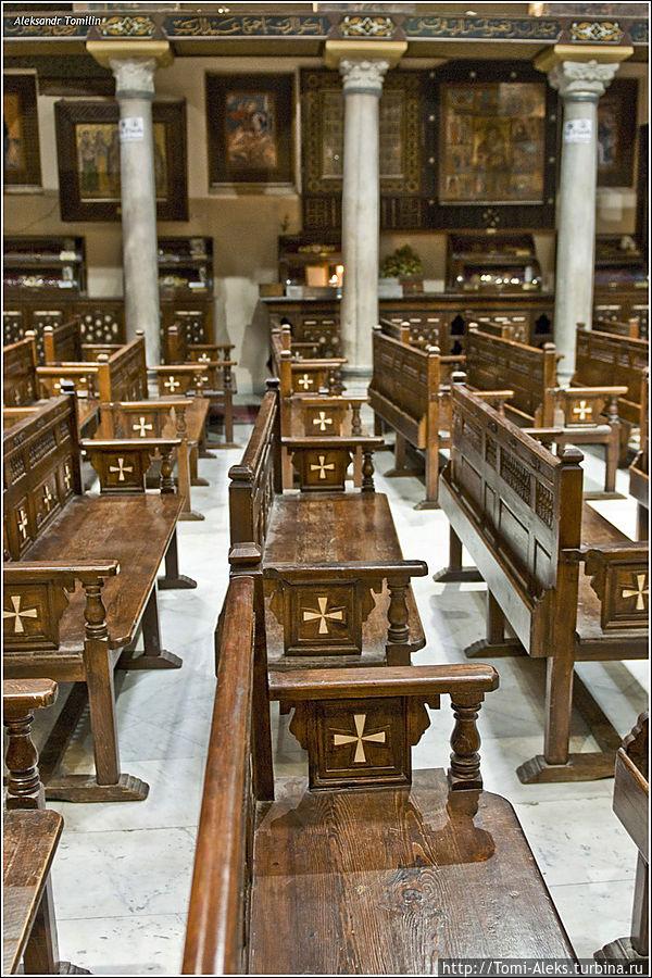Внутри одной из древних церквей, где до сих пор происходит богослужение... * Египет