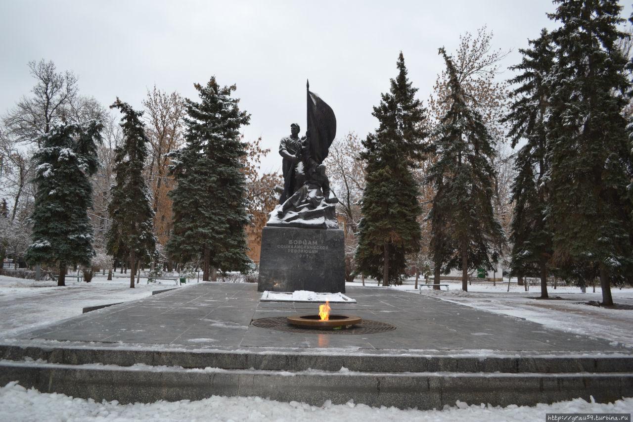 Памятник борцам социалистической революции 1917 г. Саратов, Россия