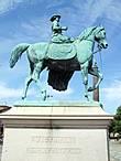 Памятник королеве Виктории у Сент-Джордж холла.