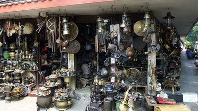 Антикварный рынок Jalan Surabaya