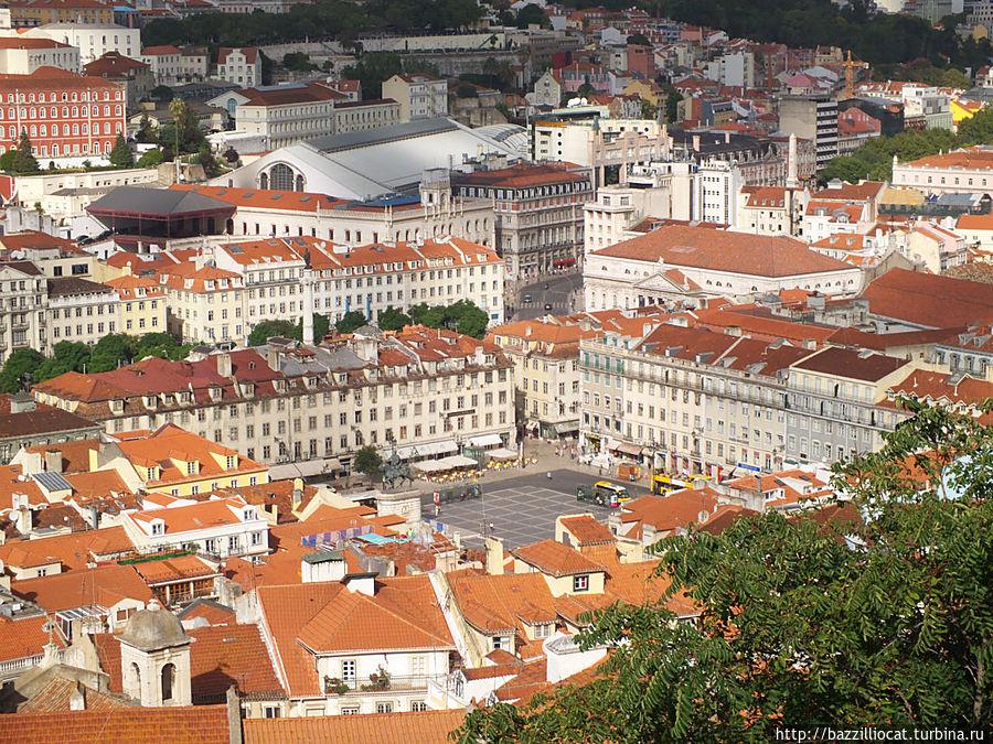 Вид площади сверху с нужной остановкой и автобусом до замка