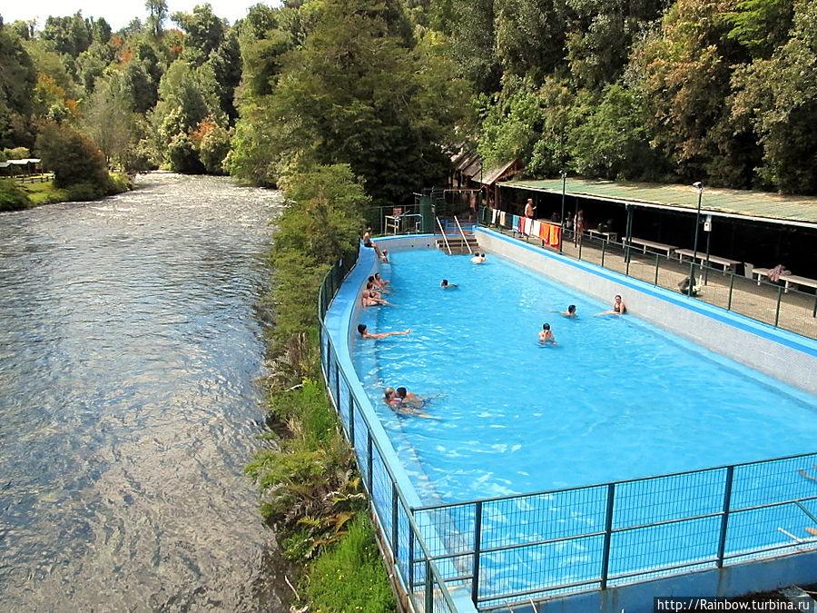 Бассейн с термальной водой в Национальном парке Чили