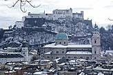 В 1077 году на горе над городом была построена крепость Хоэнзальцбург, которую впоследствии многократно перестраивали.