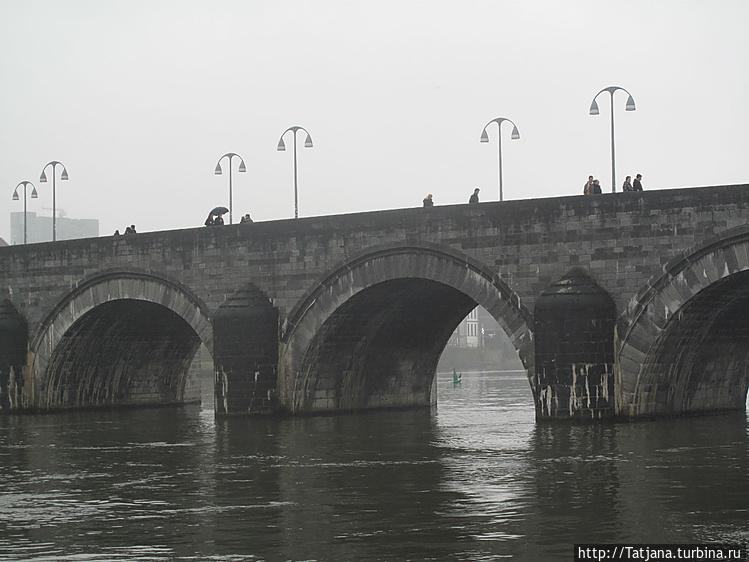 Мост через Маас в центр г