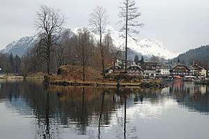 Озеро Кёнигсзее рекламируется как самое чистое в Германии. Для передвижения по нему с 1909 года разрешены только суда с электромоторами, вёсельные или с педальным приводом.