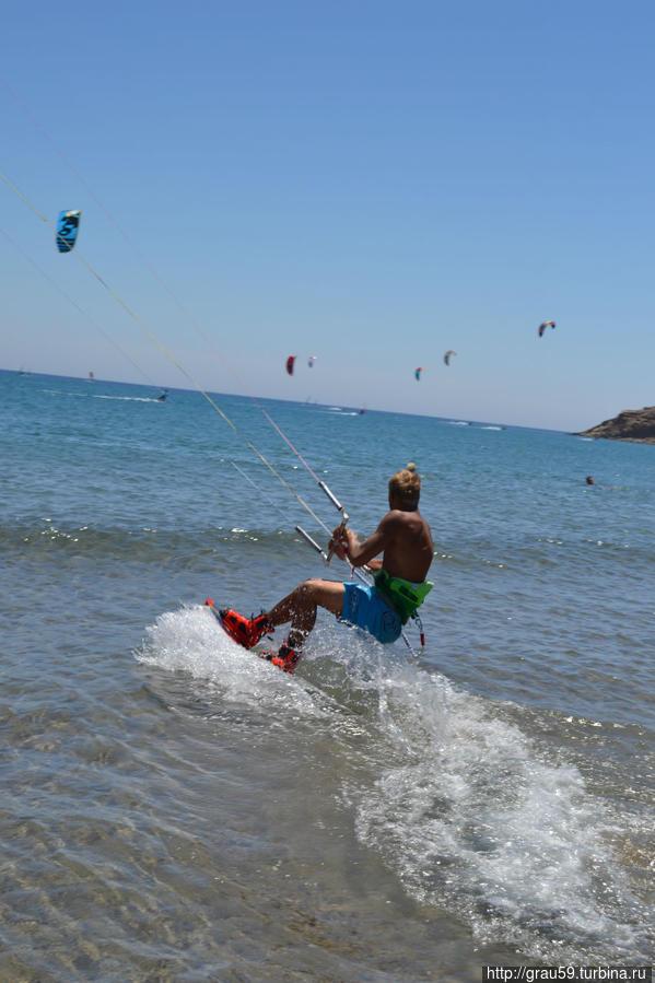 Ветер радости для серферов и кайтеров Прасониси, остров Родос, Греция