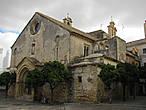 Это, прежде всего, церковь Святого Дионисия, перестроенная из мечети в 1457 году. Святой Дионисий стал покровителем города после того, как 9 октября 1264 года, в день Святого Дионисия,  король Альфонсо Мудрый отвоевал город у мавров. Сейчас в церкви ведётся вялотекущая реставрация при вялотекущих археологических работах.